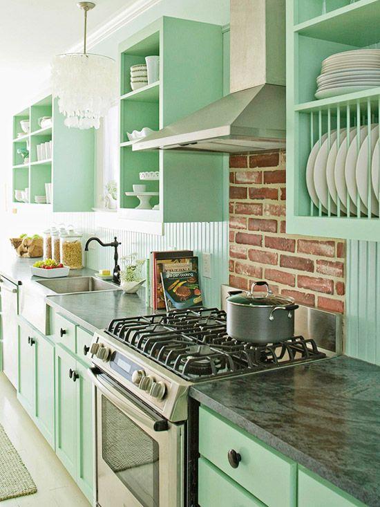 Et Jadeite-farget kjøkken kan være både klassisk og elegant, med et country uttrykk.