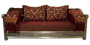 dieses ausgefallene orientalische sofa verleiht ihrer wohnlandschaft ein exotisches flair und. Black Bedroom Furniture Sets. Home Design Ideas