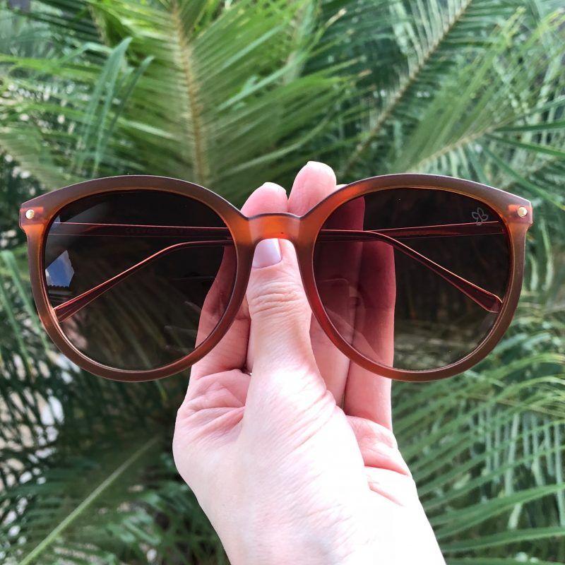 d3c42e534 Óculos de Sol Feminino Super Estiloso com Proteção UV 400! E mais:  Acompanha um