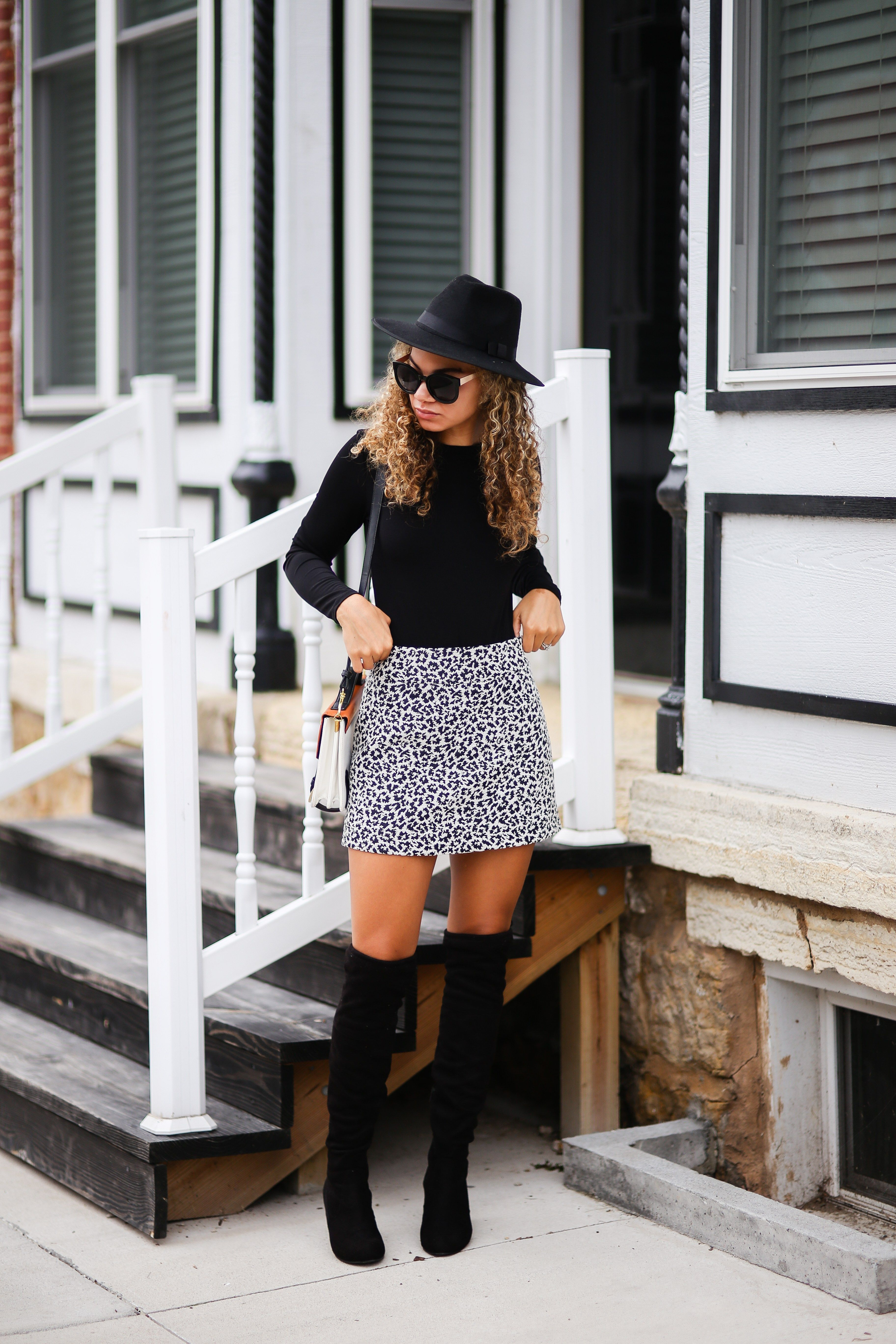 8071e2be9e6 A mini skirt in brilliant colors will cause you to get confident regardless  of what the occasion in winter. Trendy Fall Outfits ...
