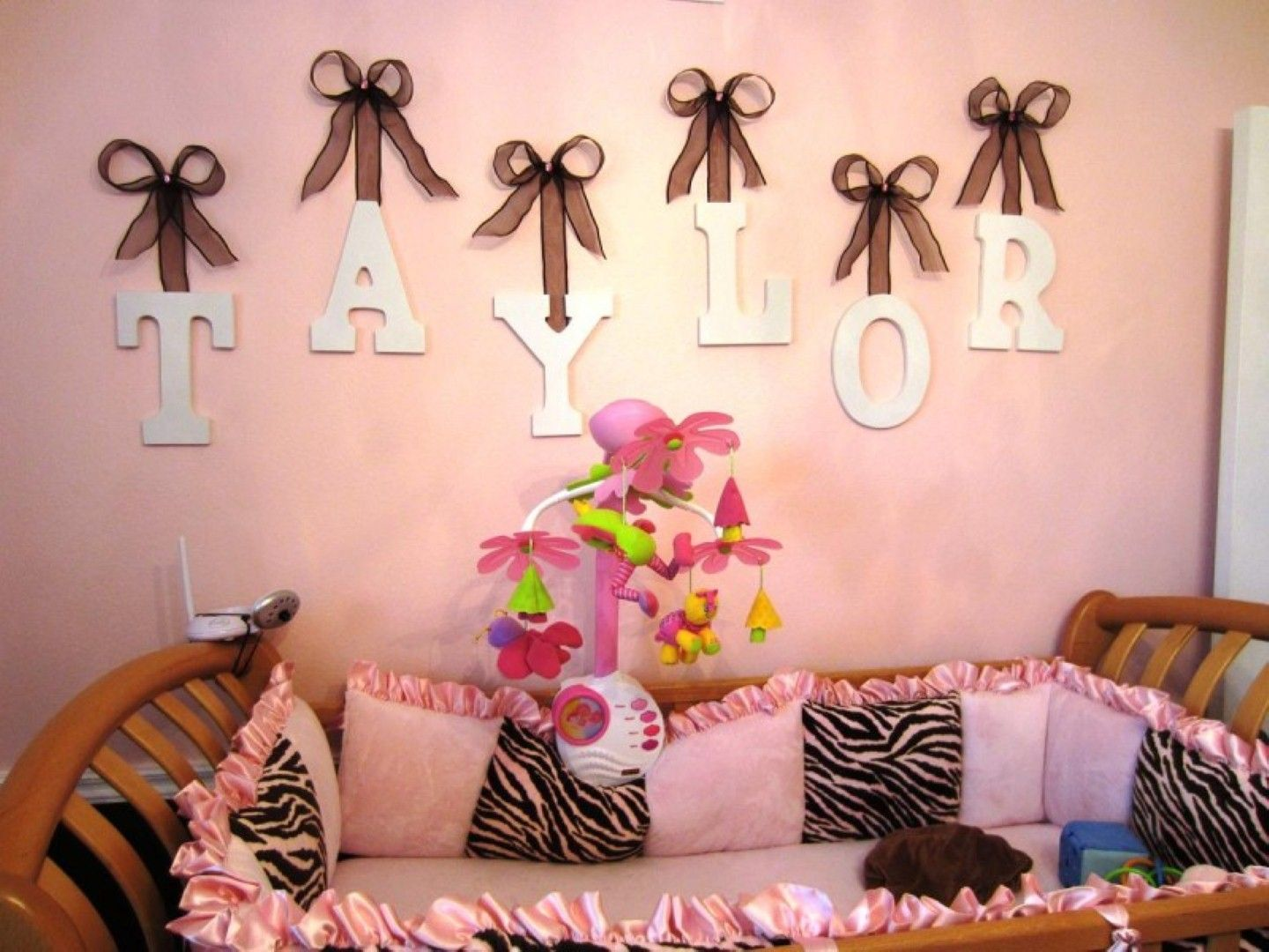 Simple bedroom design for girls - Small Toddler Girl Room Ideas