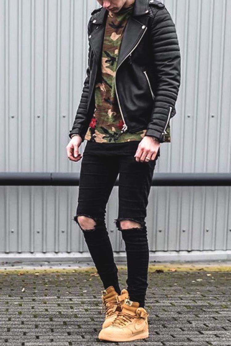 Foto de Parte De Trás De Um Homem Com Calça Jeans Preta