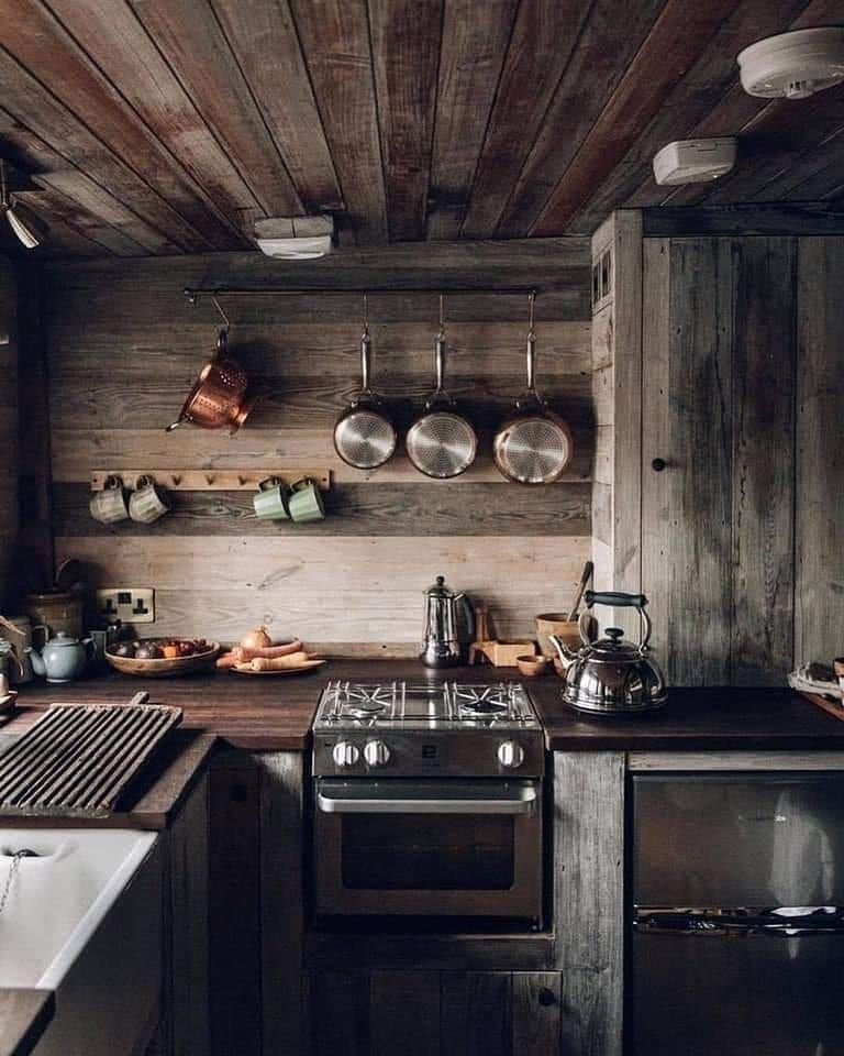 "Cabin World on Instagram: ""RUSTIC kitchen goals? 🎄🏡🎄 . . DM for credit ・ . . #cozycozy #cozyplace #cosylogcabin #cozylogcabin #cozyplaces #cosiness #homeinthewoods…"""