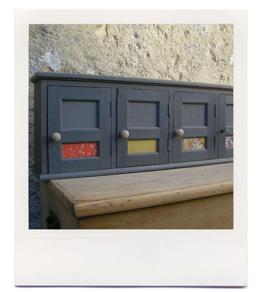 Ligne de 5 boites aux lettres collectives anciennes en chêne