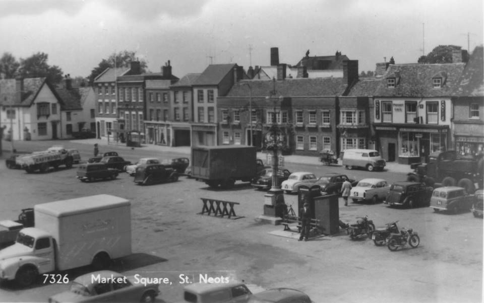 St Neots Market Square In The Early 1960 S Looking At The Cars