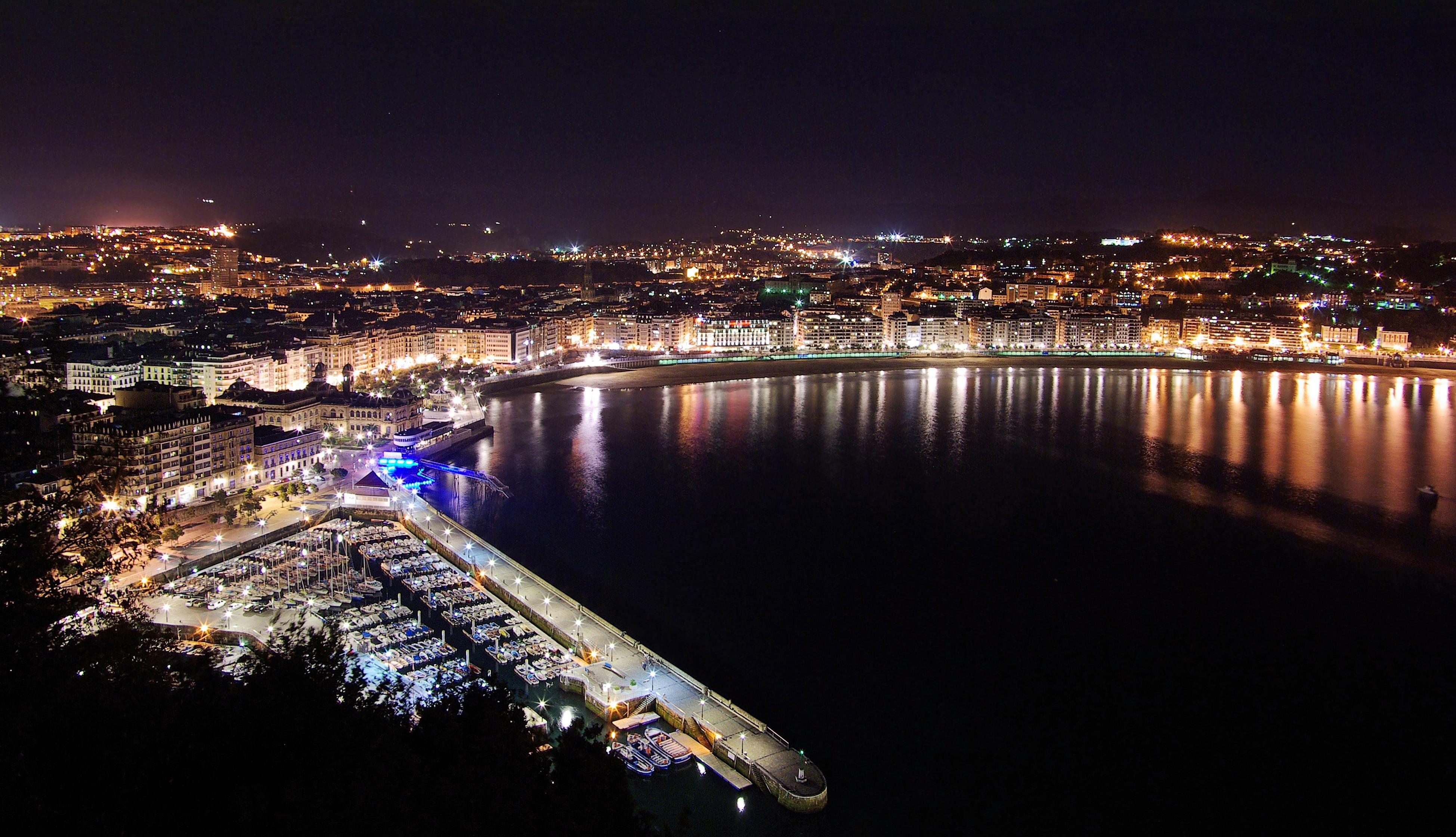 San Sebastian Donostia Waterfront By Night La Grande Mosquée Jour J Euskadi