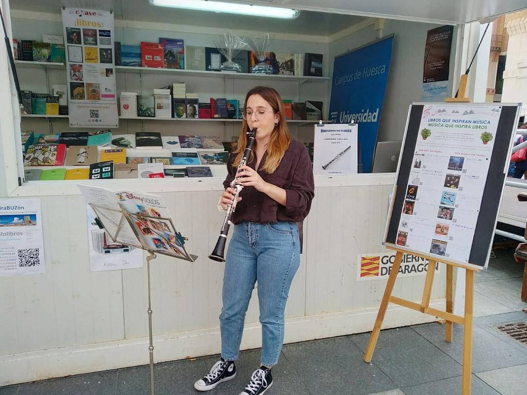 Participación De Las Bibliotecas Del Campus De Huesca Universidad De Zaragoza En La Feria Del Libro De Huesca 2019 Mom Jeans Pants Mom