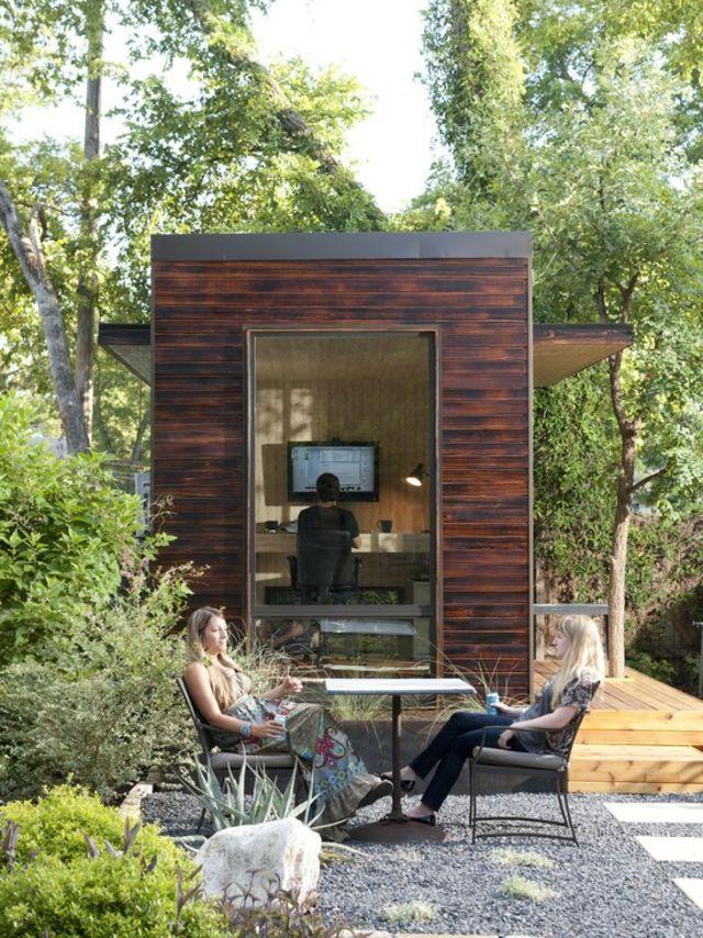 Sitzecke vorne Überdachung Garten Weg Steine