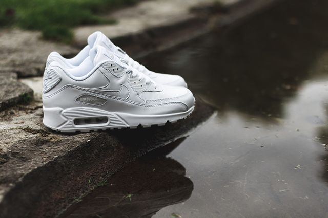 air max 90 triple white leather