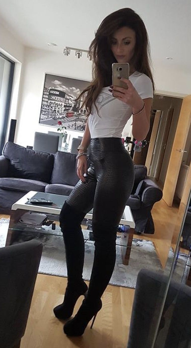 Girls in thigh high boots : Photo