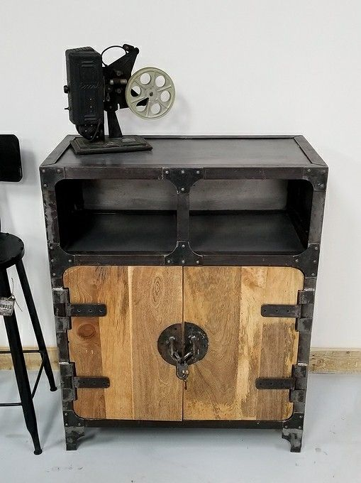 Pin By Woodworking Cedric Simard On Meuble Industriel Signe Vindus Vintage Industrial Furniture Industrial Furniture Metal Furniture