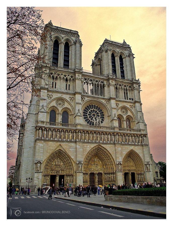 Catedral De Notre Dame A Catedral De Notre Dame Situada Em Paris é Uma Das Mais Antigas Catedrais Francesas Dream Vacations Places To Go Gothic Cathedrals