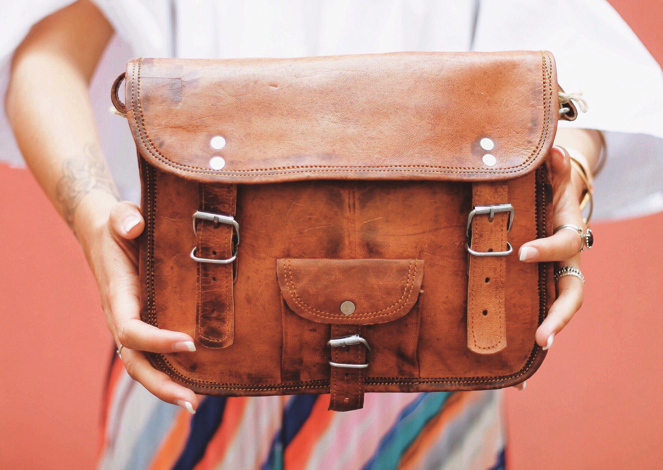 unsere handtasche emilia 10 ist eine absolute nat rliche sch nheit die umh ngetasche ist f r. Black Bedroom Furniture Sets. Home Design Ideas