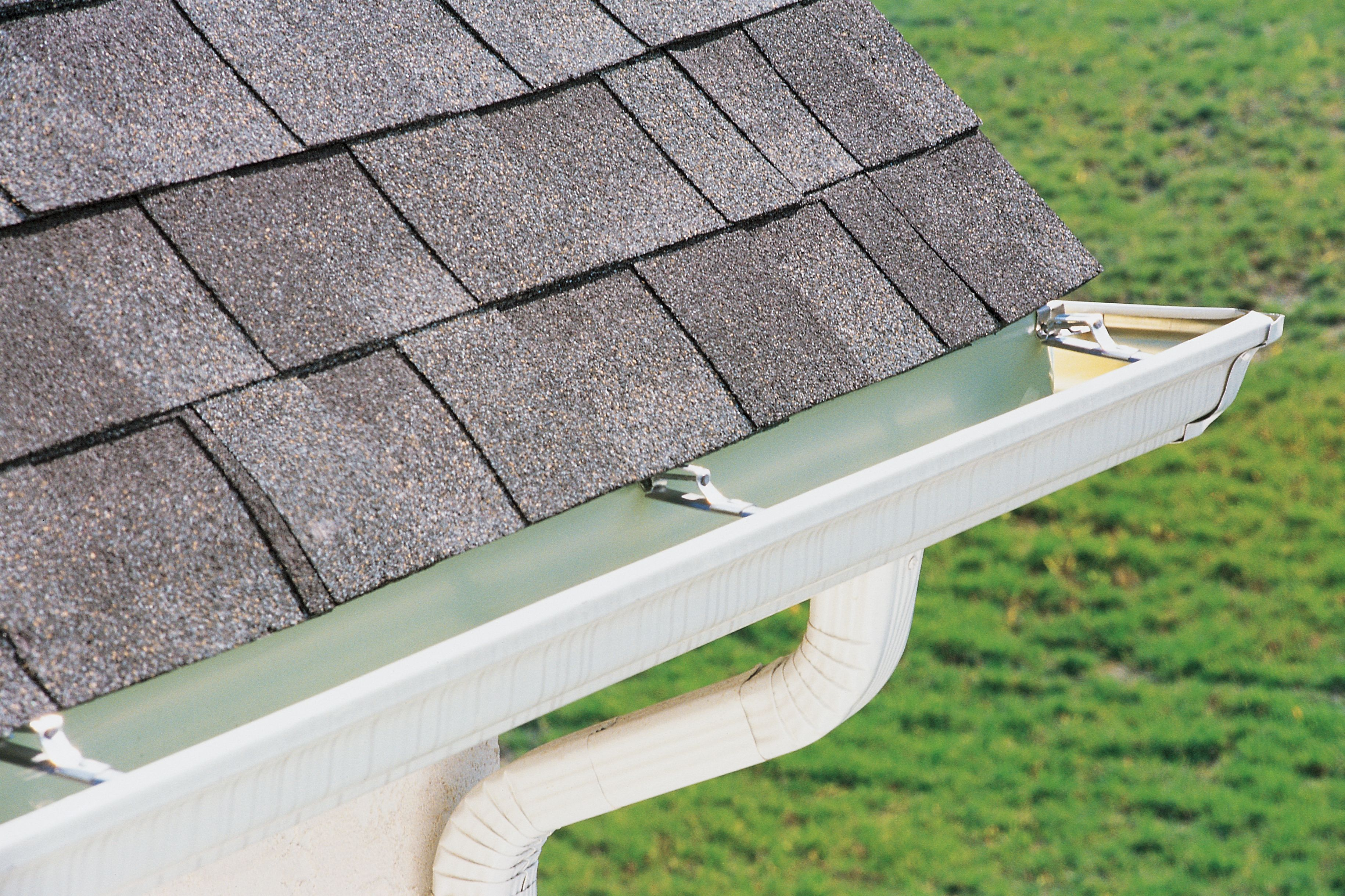 What Are Seamless Roof Gutters And How Much Do They Cost Hunker How To Install Gutters Cleaning Gutters Gutter