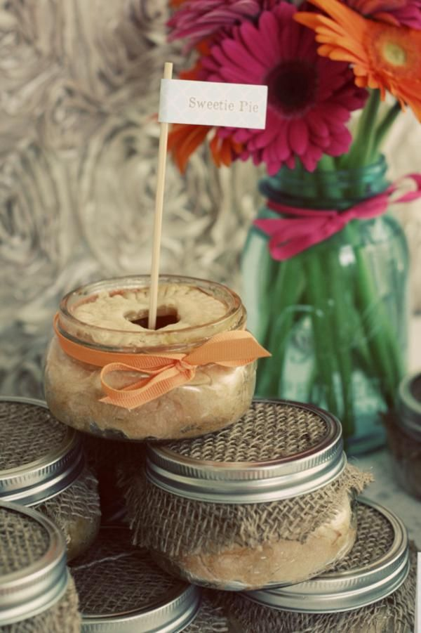 love these mason jar pies.