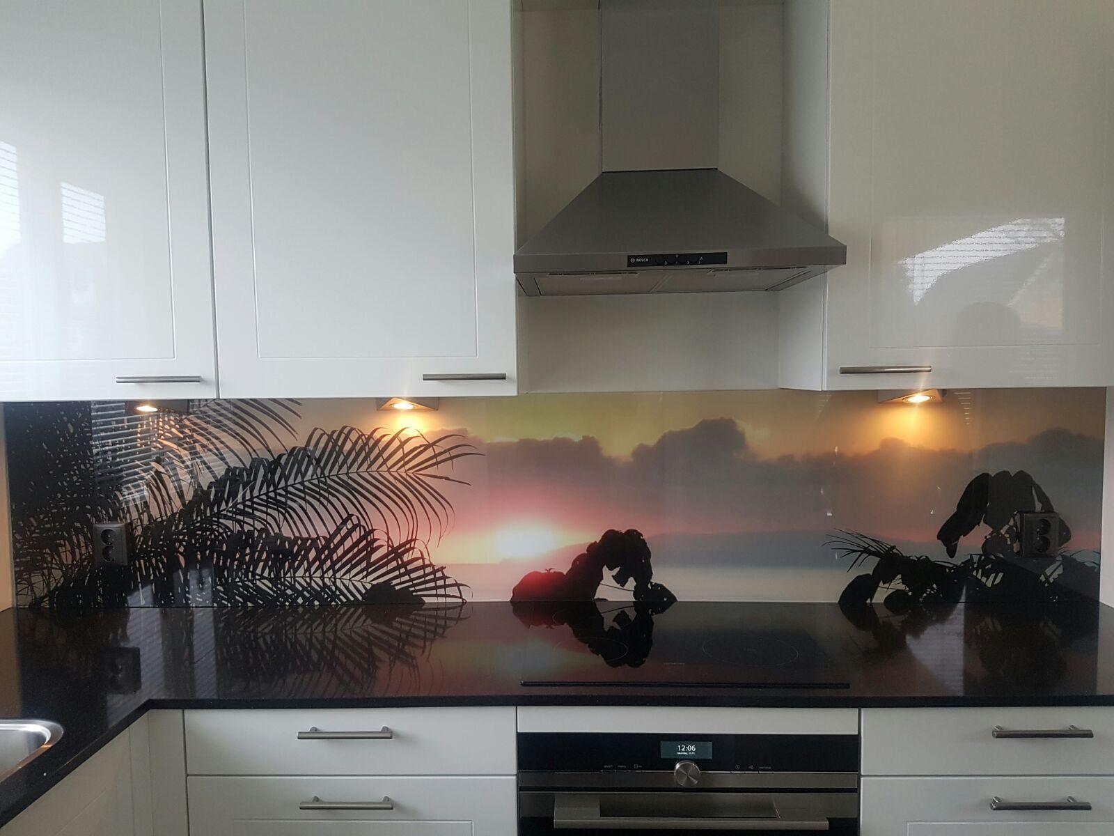 Glad Keuken Achterwand : Keuken achterwand glas met print en stopcontacten