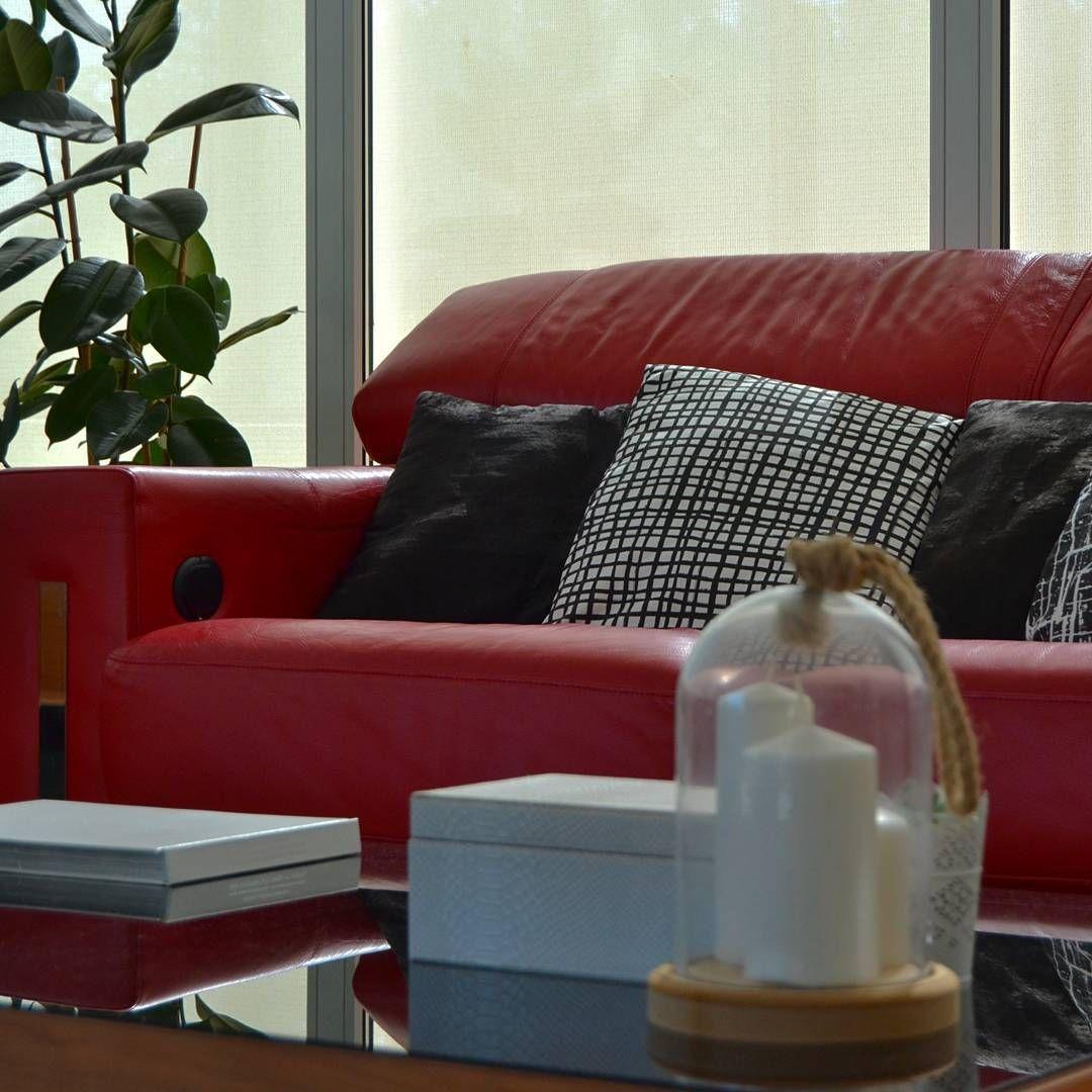 Como decorar un sofa rojo