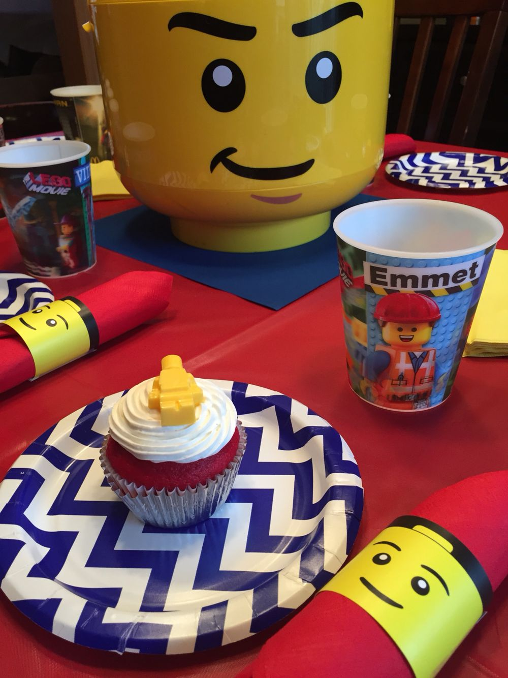 Lego party table and cupcakes