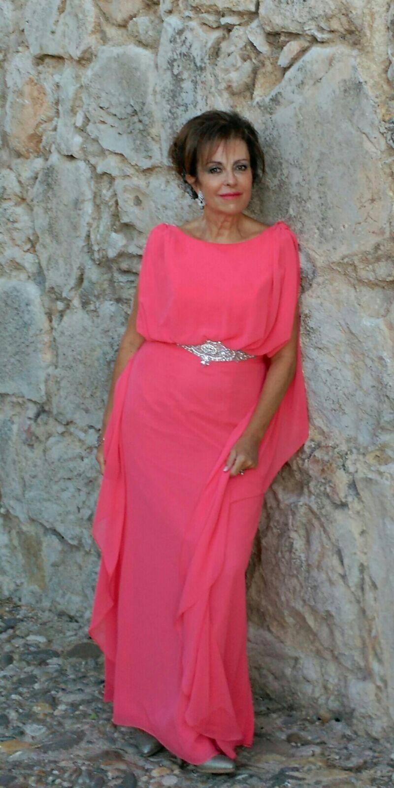 Espectacular está Charo Rejón con este vestido en gasa de seda ...