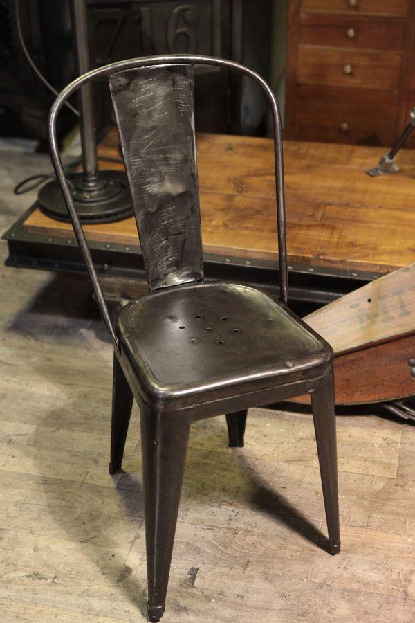 chaise tolix ancien deco mobilier industriel deco. Black Bedroom Furniture Sets. Home Design Ideas
