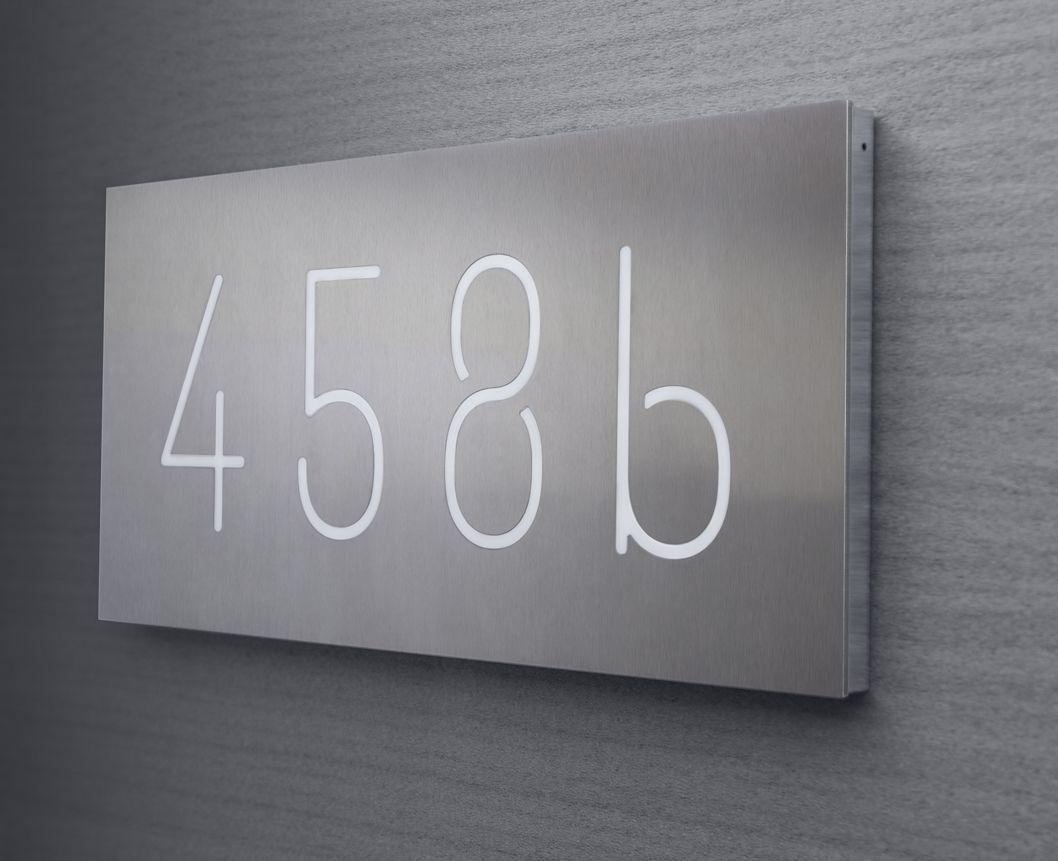 Hier Finden Sie Ein Bis Vierstellige Beleuchtete Hasunummern In Wahlweise Edelstahl Oder Aluminium Hausnummer Beleuchtet Beleuchten Aluminium