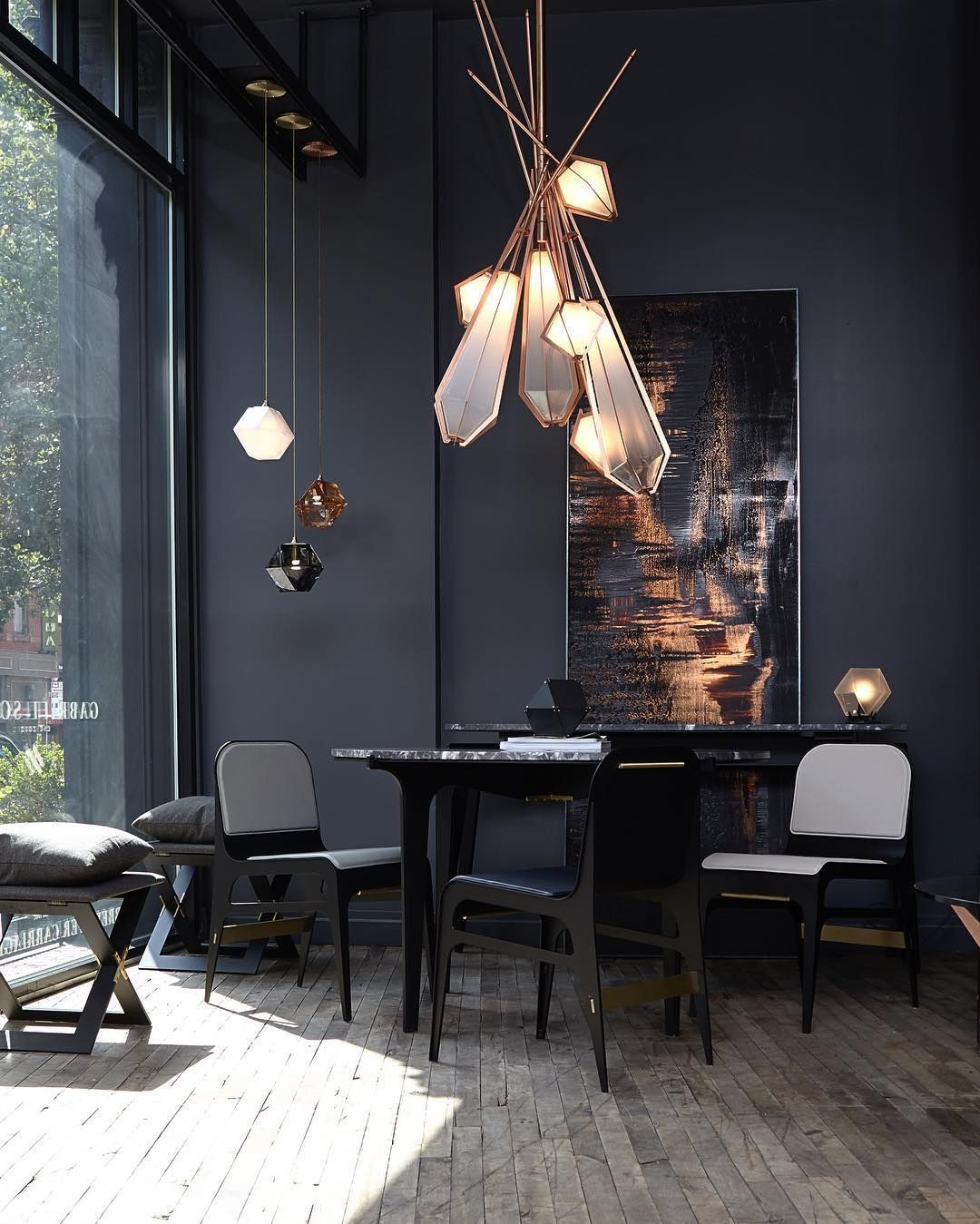 Covet Paris - A showroom with more 300 products exhibited #dunkleinnenräume