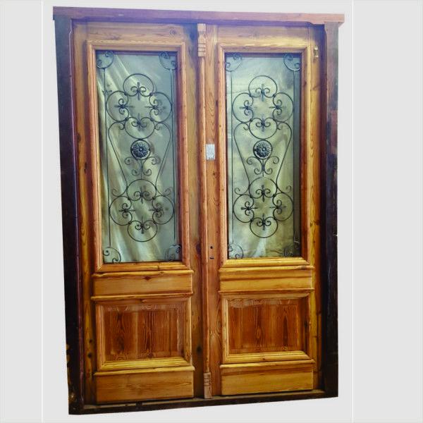 Puerta de entrada cod 2817 puerta para frente de madera for Puertas de madera y hierro antiguas