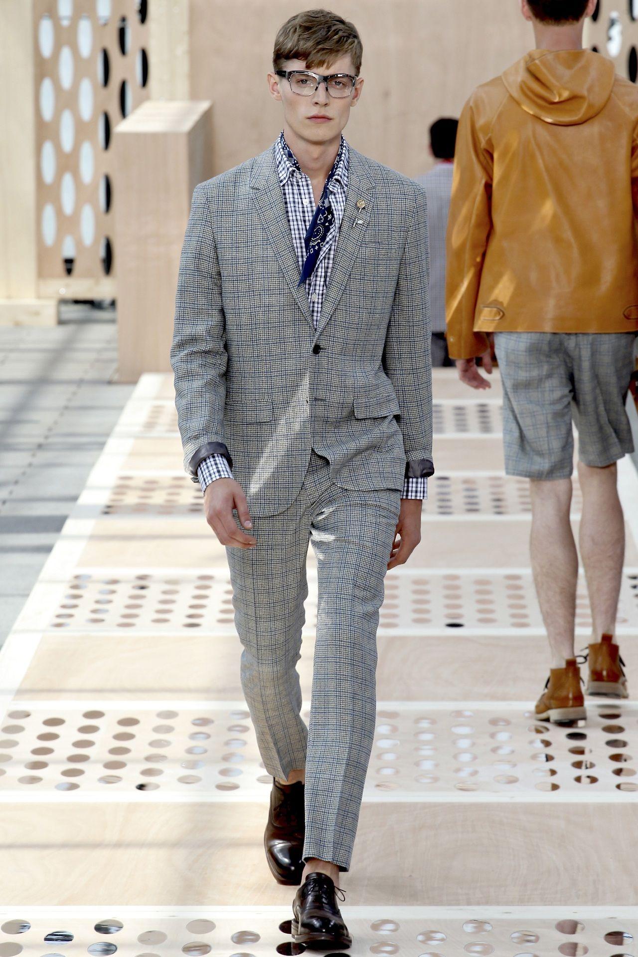 #youcancallmehitch #barneybarrett #minimalism #fashion #style #bandana #malemodel #greysuit #LV #louis_vuitton #barney_barrett