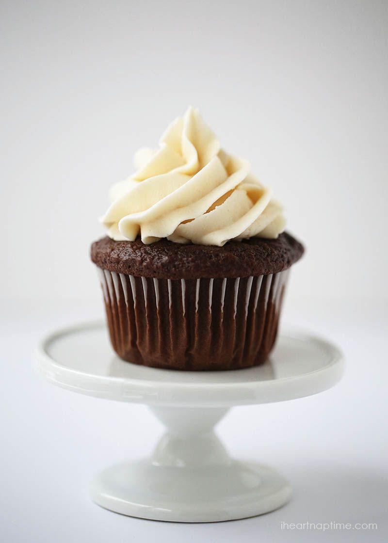 Clássico receita geada buttercream em iheartnaptime.com-cremoso, doce e delicioso!  A geada perfeito para cupcakes, biscoitos e bolos.