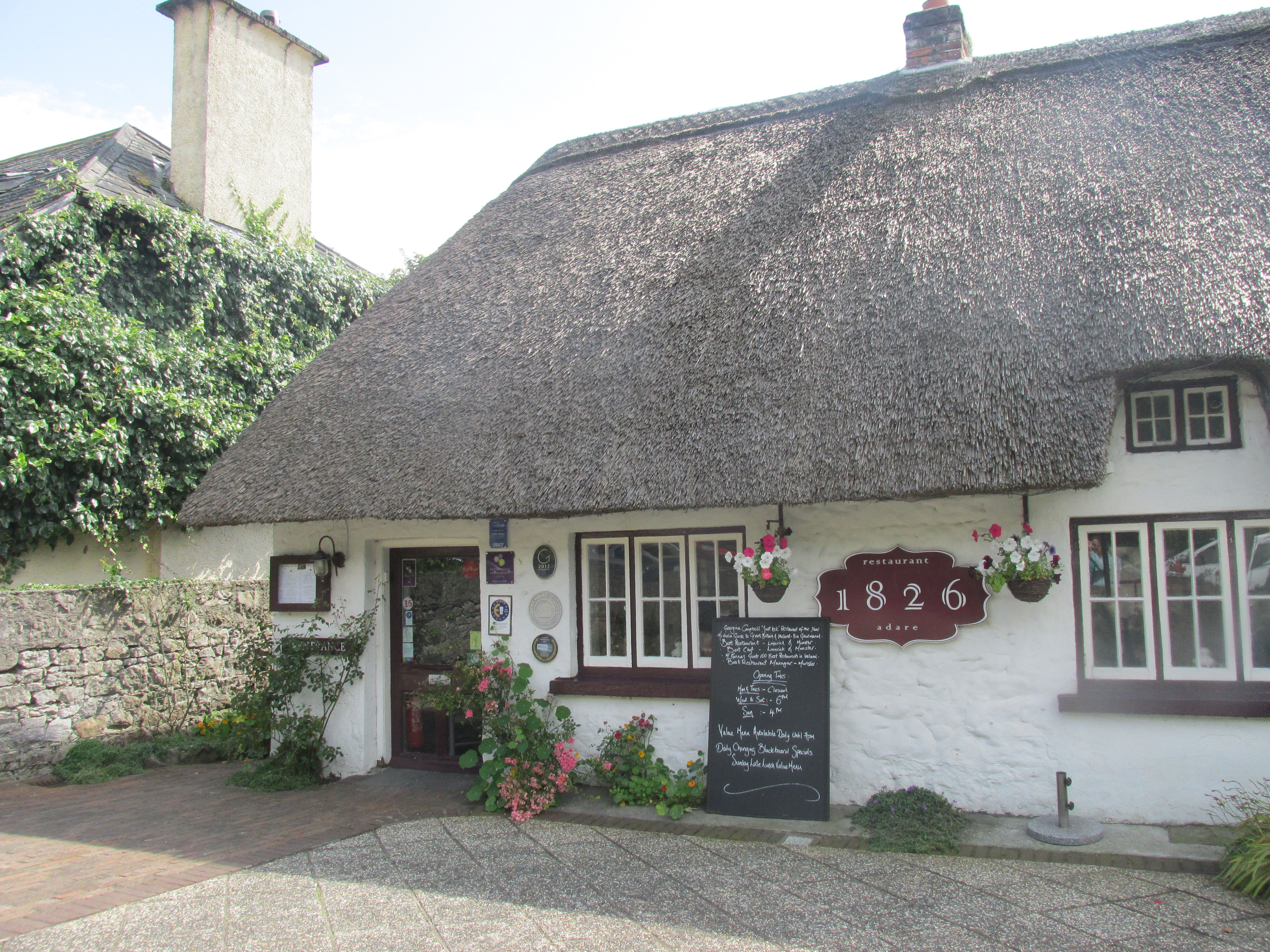 Thatch Cottage In Adare County Limerick Ireland From Www Allthingsnice4life Blogspot Com Irish Cottage Thatched Cottage
