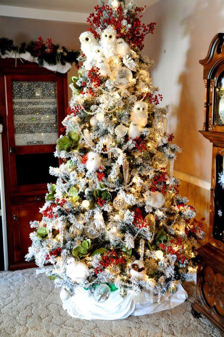 Christmas Enchanted Forest Christmas Tree Themes Christmas Tree Decorations Traditional Christmas Tree