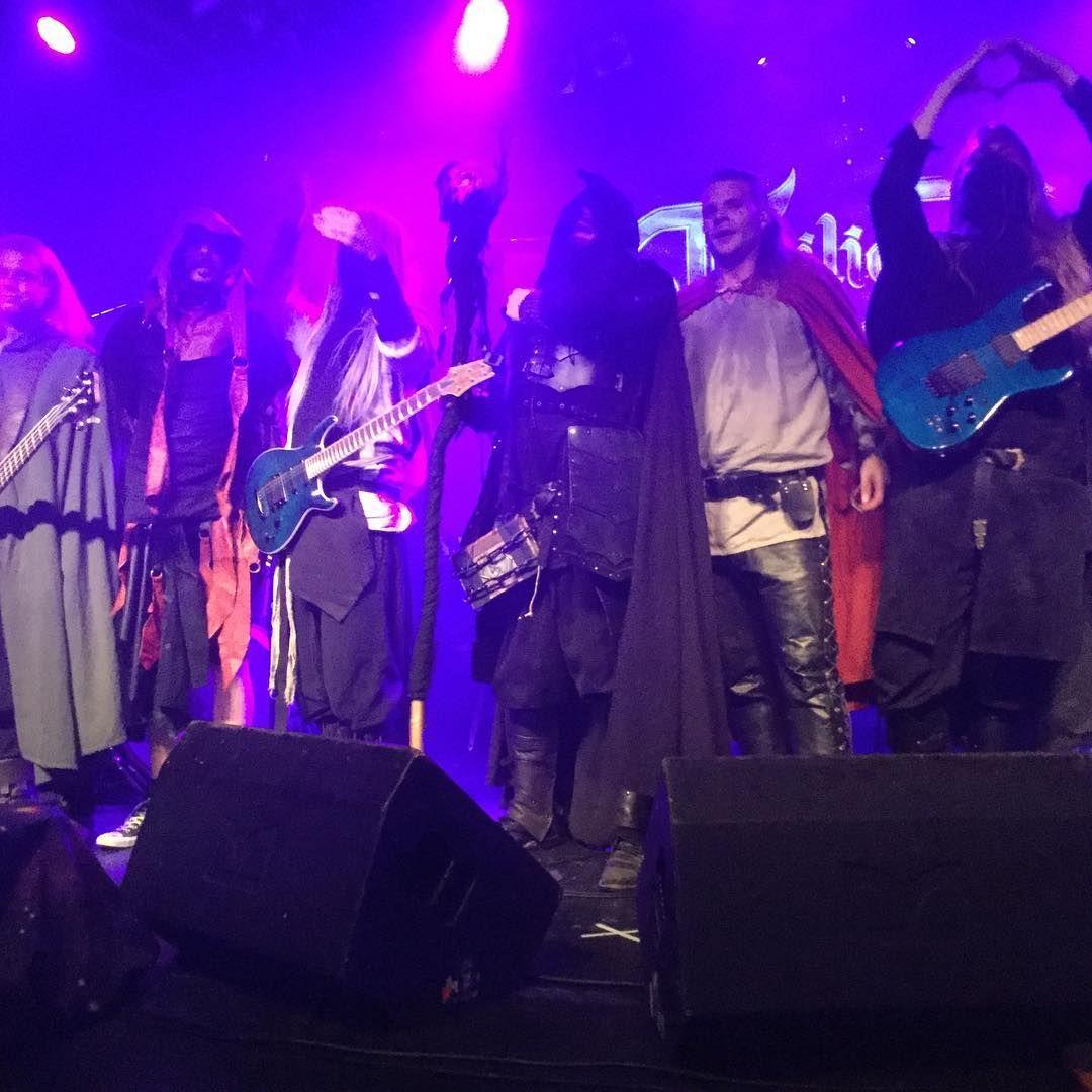 Twilight Force ⚫ Photo by kantelentia ⚫ Hamburg 2016 ⚫ #TwilightForce #music #metal #concert #gig #musician #Chrileon #Lynd #DeAzsh #Born #Blackwald #Aerendir #singer #vocalist #frontman #guitarist #guitar #microphone #ninja #mask #armour #armor #microphone #bracers #tattoo #beard #hood #hymn #elf #tabard #playing #coat #earrings #leather #blond #longhair #show #photo #fantasy #magic #cosplay #larp #man #onstage #live #celebrity #band #artist #performing