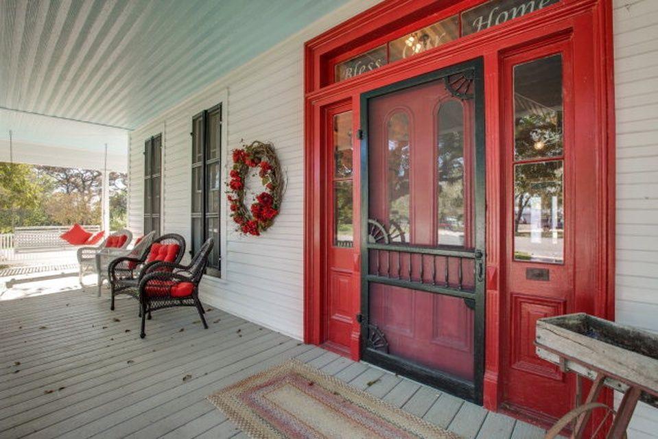 206 Highway St, Comfort, TX 78013 Zillow House exterior
