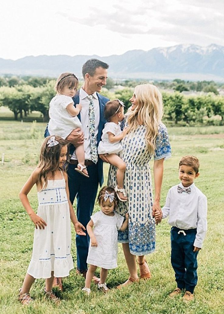 Cache Valley Family Photographer | The Gifford family went from two kids to five in just one quick pregnancy. Since then there lives have never been the