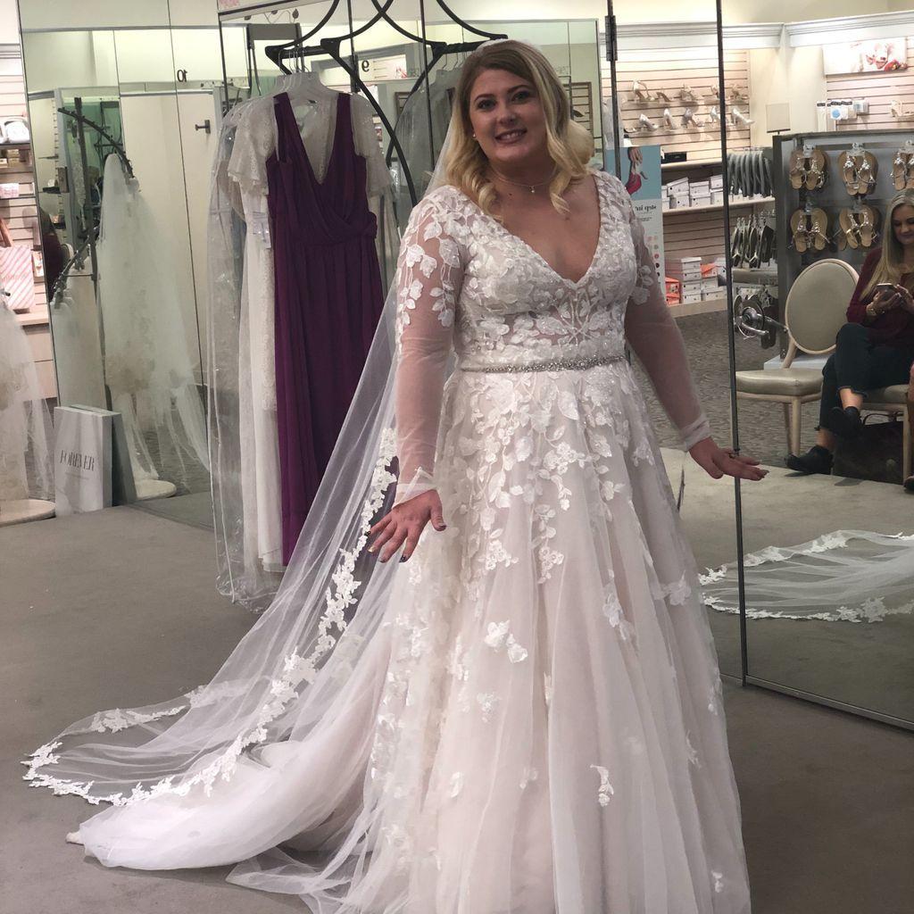 Illusion Sleeve Plunging Plus Size Wedding Dress David S Bridal Plus Wedding Dresses Winter Wedding Dress Wedding Dresses Plus Size
