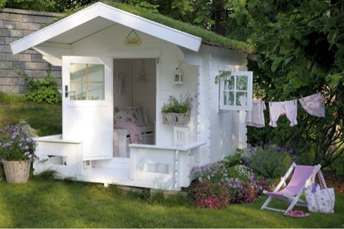 I would make my cubby a little more rustic, but I love the grass roof... I could compromise in the short term with a grass roofed cubby house!