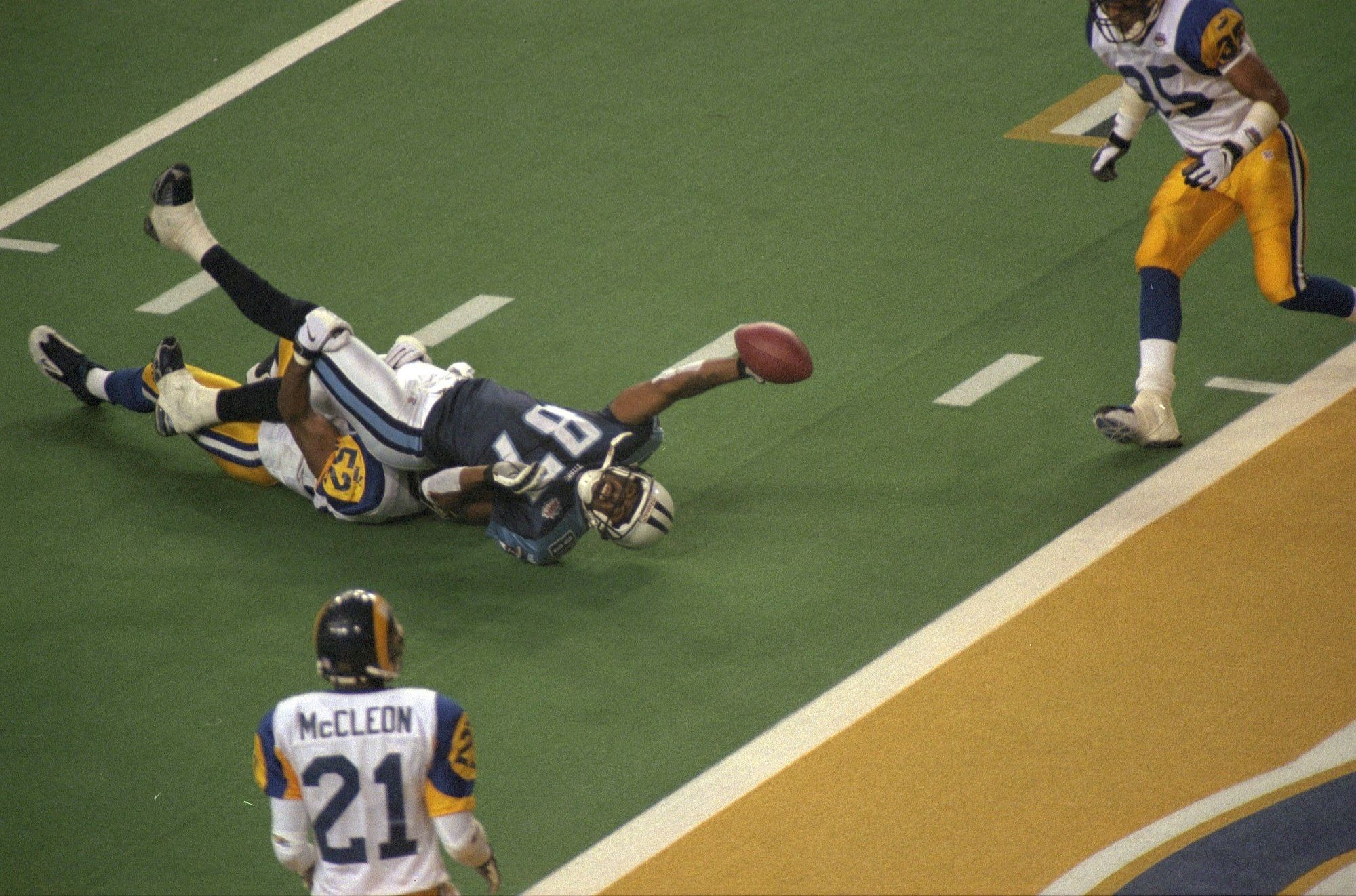 4e5b2a72e193 Super Bowl XXXIV - St. Louis Rams d. Tennessee Titans, 23–16 The Rams led  16–0 but the Titans scored 16 unanswered points to tie with 2:12 to play.