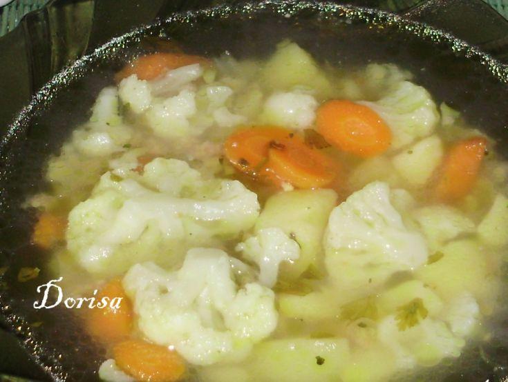 Fotorecept: Karfiolová polievka s celozrnnou mrveničkou
