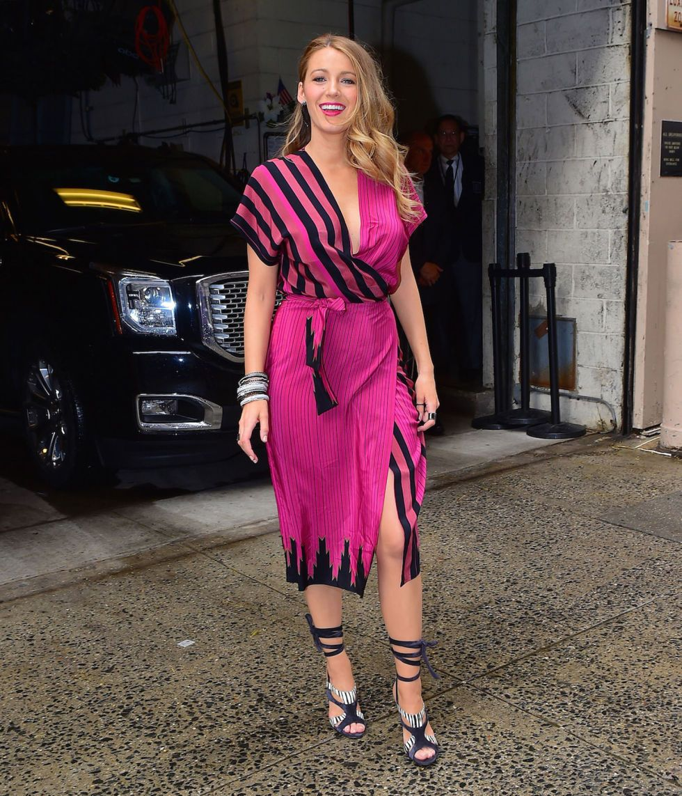 An Analysis of Blake Lively\'s 10 Crazy Outfit Changes Today | Vestiditos