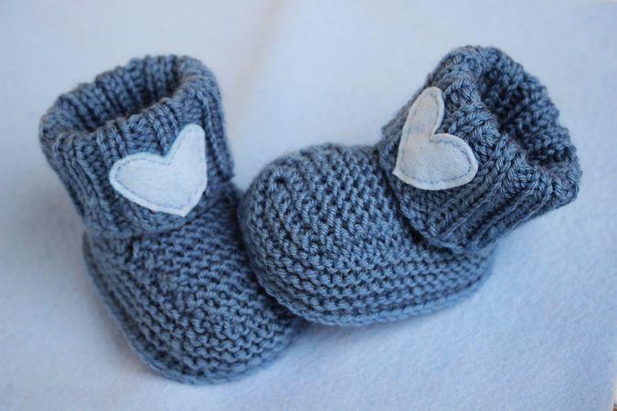 Photo of Babyschuhe stricken // mit Herz-Applikation