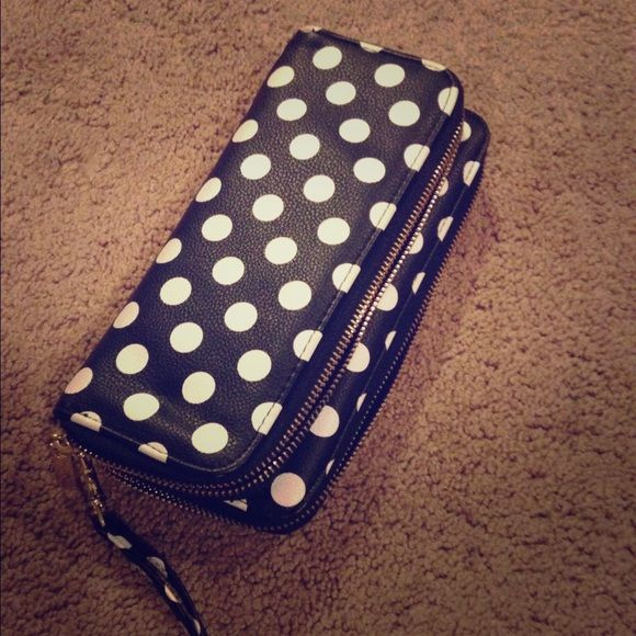 Polka dot wristlet Super cute and easy Bags Clutches & Wristlets