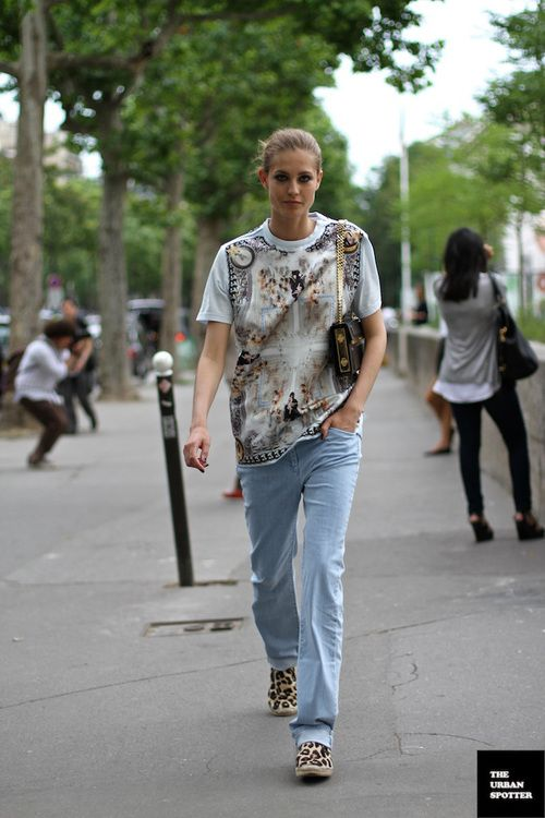 Graphic tee, jeans, leopard