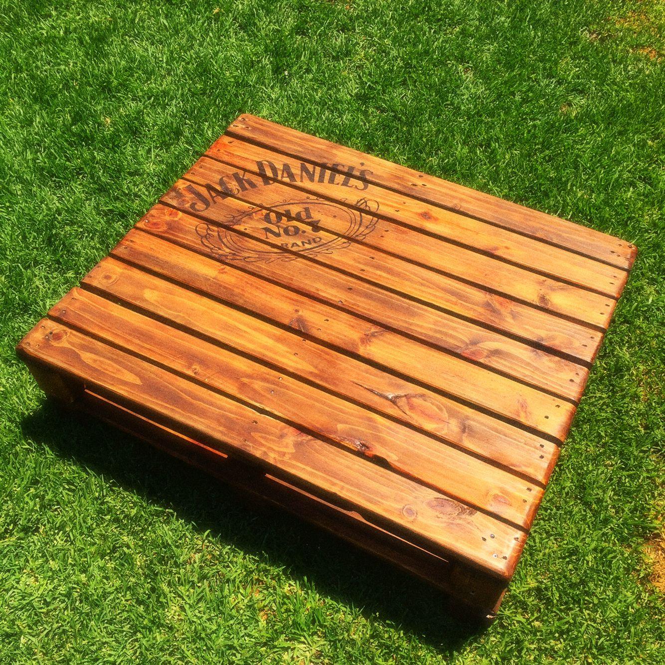 Jack daniels pallet coffee table home projects pinterest jack daniels pallet coffee table geotapseo Images