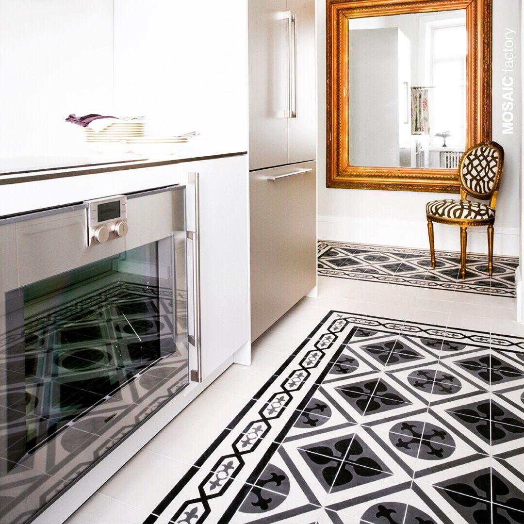 klassischer küchenboden mit grau schwarz und weiß