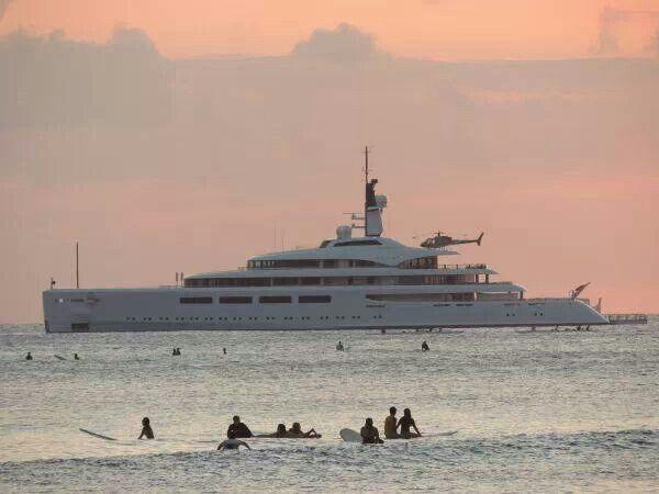 Mega yacht Vava 2 @ Waikiki