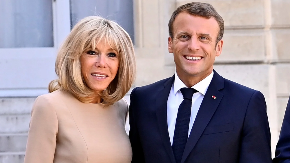 Brigitte Macron Is Back With A Classic Take On Parisian Chic French First Lady Parisian Chic Celebrities