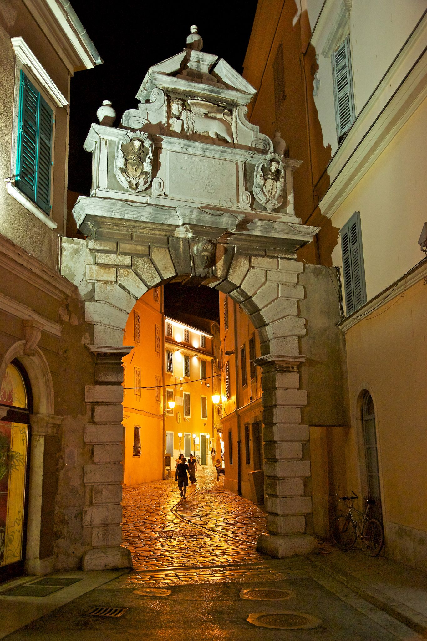 Arc de Balbi, Rovinj, Croatie   The Balbi arch, built in 1680, is defending the old door access to the old town of Rovinj. The winged lion that crowns the door reminds formerly Rovinj ...