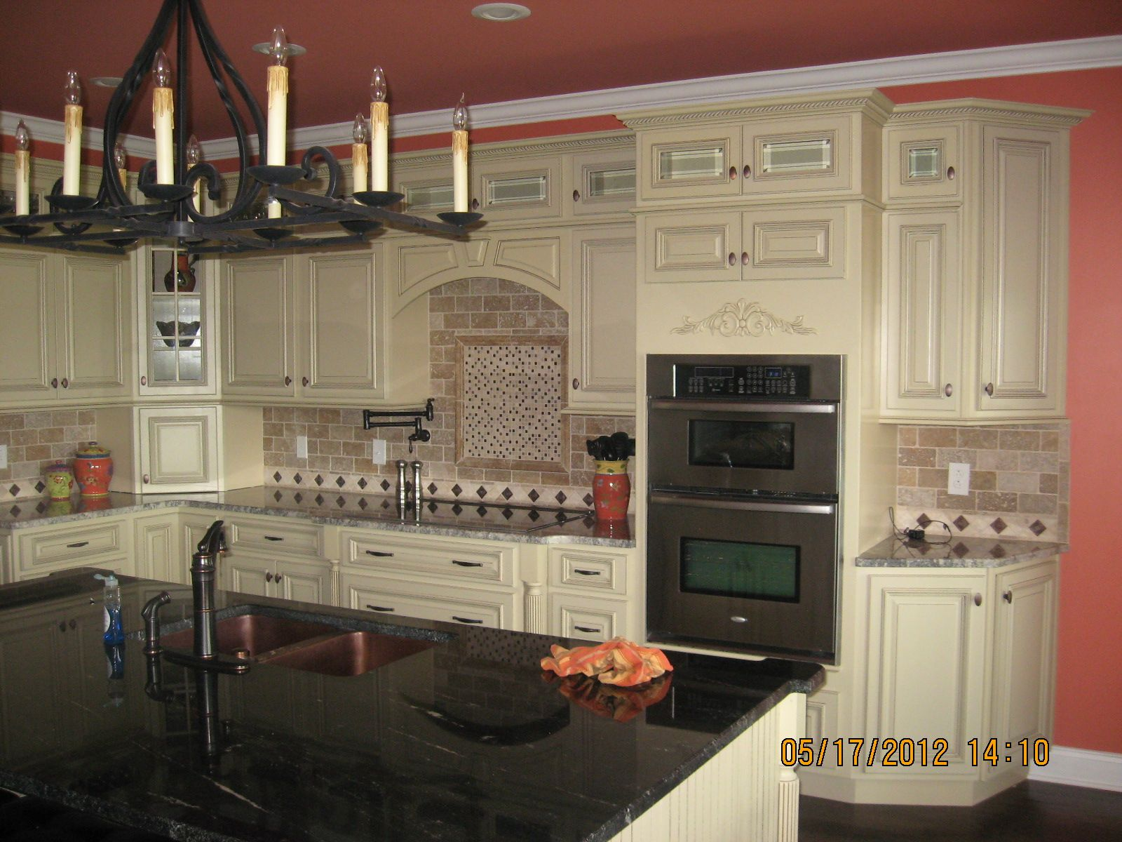 Best Antique White With Chocolate Pen Glaze Kitchen Cabinetry 400 x 300