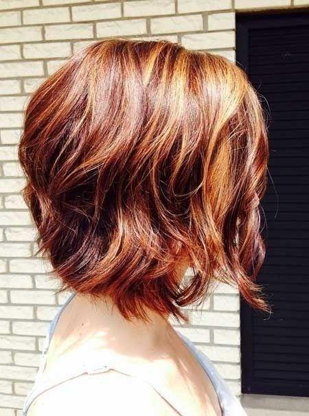 Short Wavy Bob Haircut With Blended Colors Hairstyles Weekly Short Wavy Haircuts Hair Styles Short Wavy Hair