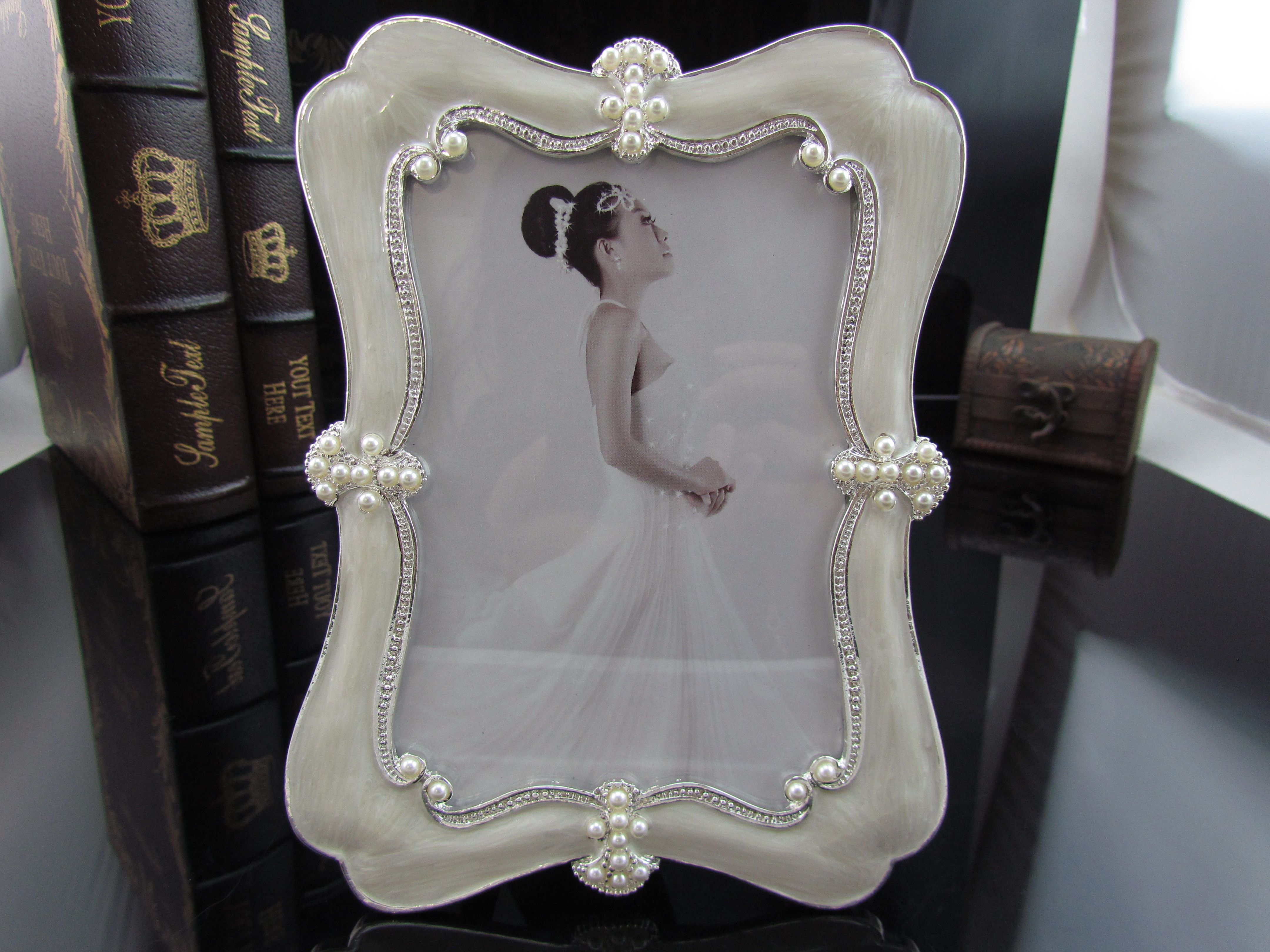 Japan Metal Picture Frames Vintage 6inch Irreguar Wedding Love Baby Pictures Pearl Decor Frame Tin Alloy Metal Picture Frames Frames On Wall Metal Photo Frames